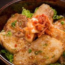 韓国熟成焼肉コギヤが2017年7月からスタート致します。韓国熟成焼肉はお肉を全て 10日間熟成させた本格的な韓国焼肉店。専用プレートで豚肉をじっくり焼き、余分な 油を落としてサンチュに包んで食べる自慢のサムギョプサルは、ヘルシーで女性にも 大人気です!
