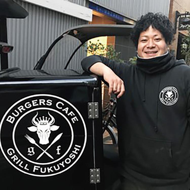 先輩社員紹介 直営神保町店スタッフ